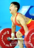 图文-男举56公斤级龙清泉夺冠 大吼一声准备发力