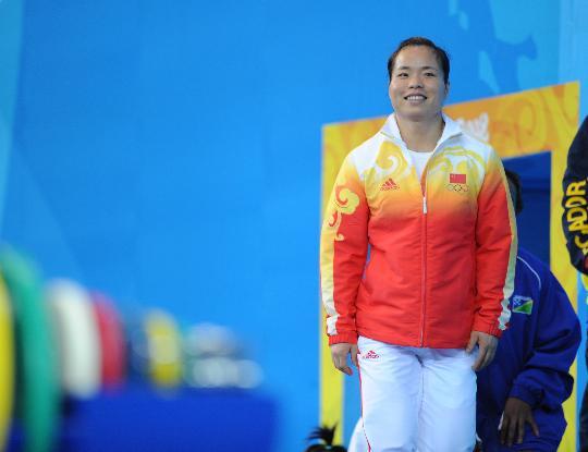 图文-女子58公斤级决赛 中国运动员陈艳青出场