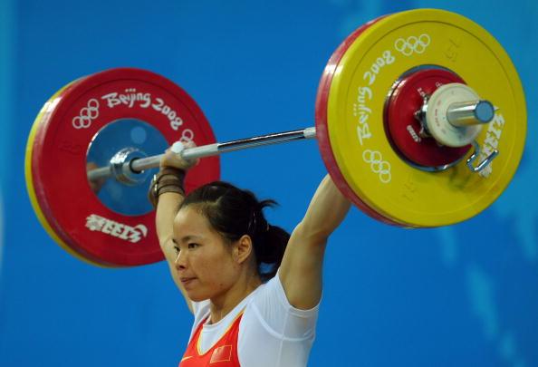 图文-女子举重58公斤级比赛 陈艳青轻松夺金