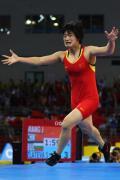 图文-女子72公斤级自由式摔跤 王娇夺冠激动落泪