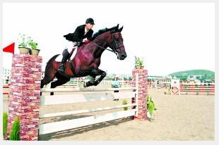 中国马术首亮新颜:星级骑手华天 第一女骑刘丽娜