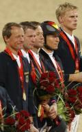 图文-[奥运]马术三项赛团体决赛 德国队员听国歌