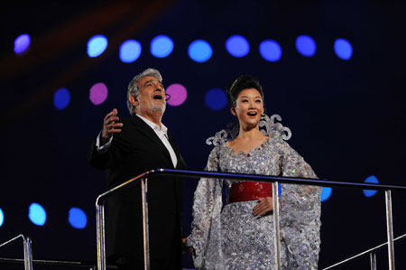 Domingo et Song Zuying interprètent une chanson ensemble
