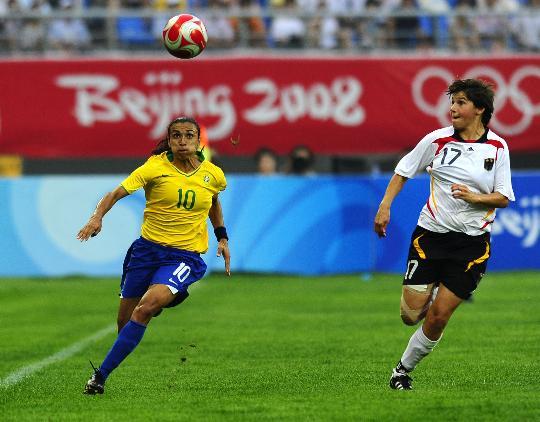 图文-[奥运会]德国女足0-0巴西 玛塔眼中只有球