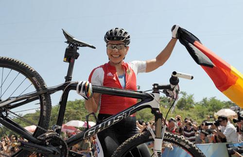 Sabine Spitz gewinnt beim Radsport-Cross Country Gold