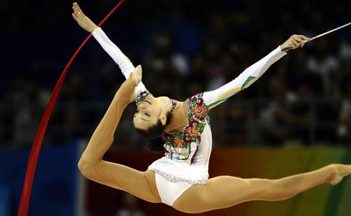 图文-奥运艺术体操精彩回顾 贝索诺娃掌控舞台