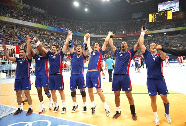 图文-[奥运]男子手球决赛 法国小伙子庆祝夺冠