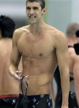 图文-菲尔普斯夺得200米蝶泳冠军 秀性感的身材