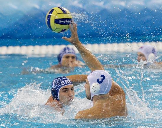 图文-14日水球比赛赛况 美国队传球