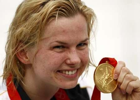 图文-史蒂芬100米自夺金 得到金牌的笑容