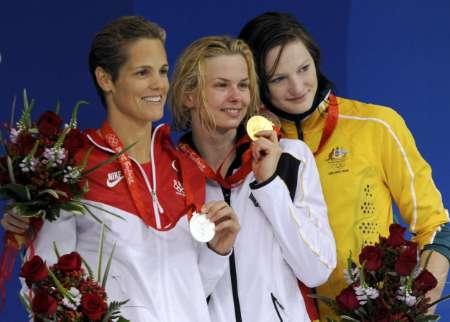 图文-斯特芬获50米自冠军 三甲在颁奖台上
