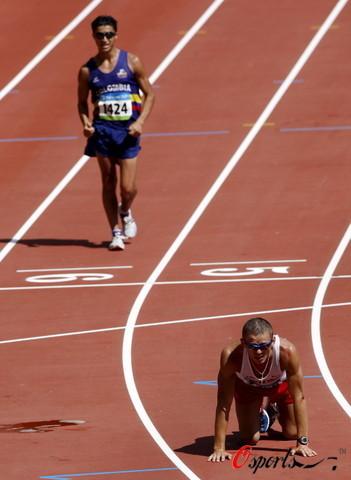 图文-北京奥运会男子20公里竞走 不支倒地