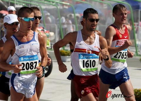 图文-北京奥运会男子20公里竞走 有秩序地跑