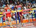 图文-刘翔因伤退出110米栏比赛 可以看出腿部有伤