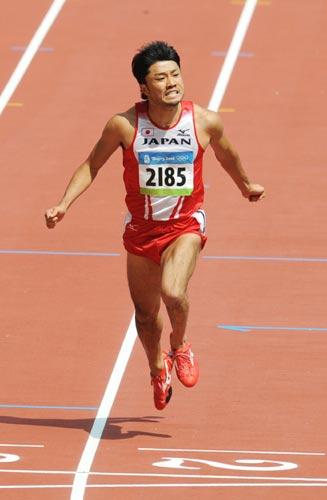 图文-奥运会男子200米预赛 冲线的一步