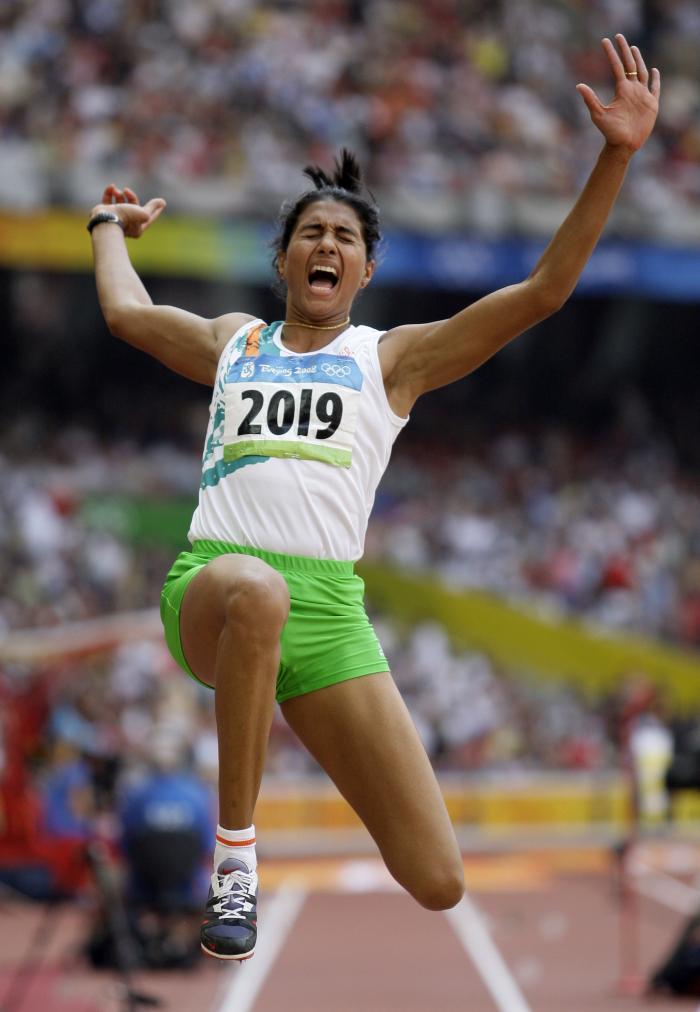 图文-奥运女子三级跳远决赛展开 一往无惧