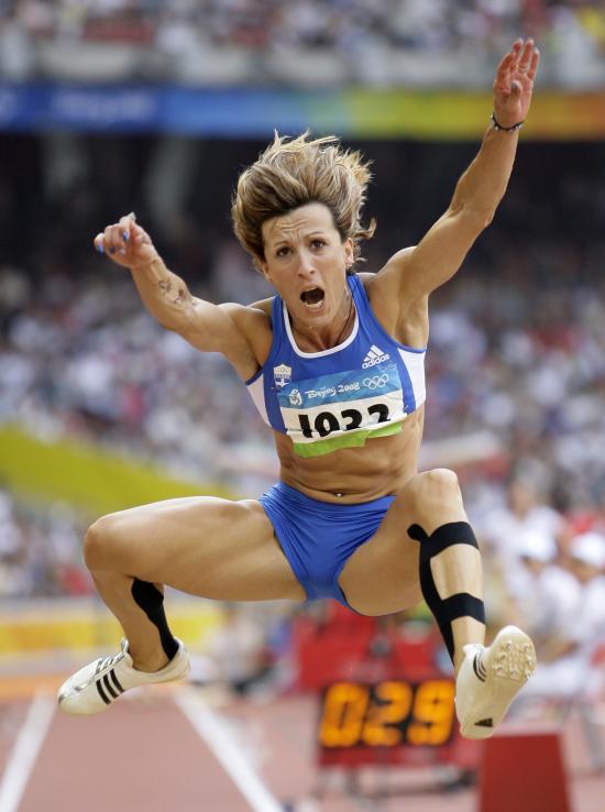 图文-奥运女子三级跳远决赛展开 形神具备