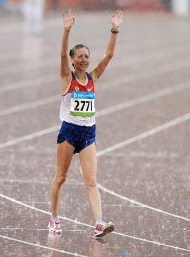 图文-女子20公里竞走决赛 向观众挥手致敬