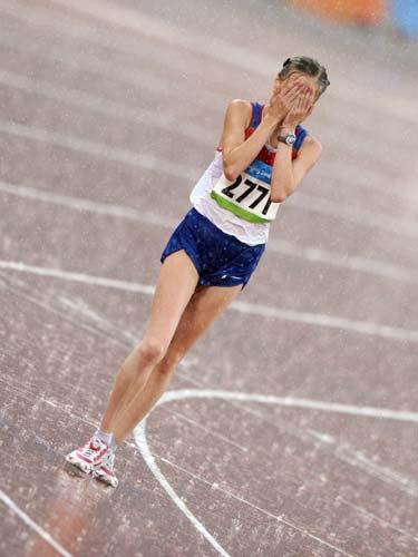 图文-女子20公里竞走决赛 喜极而泣