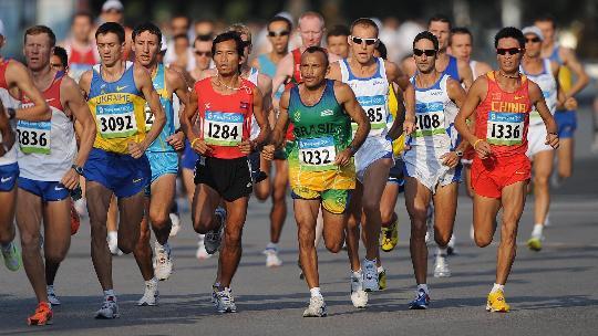 图文-李柱宏获马拉松比赛第51名 不轻易掉队