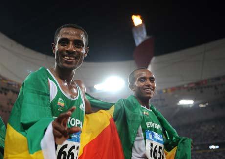 图文-[奥运]田径男子5000米决赛 镜头留下灿烂笑容