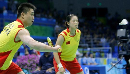图文-羽球混双高��/郑波被淘汰 高��郑波在比赛中