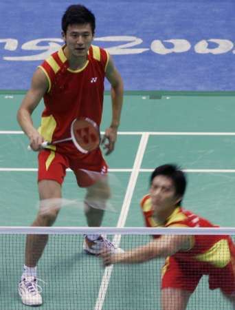 图文-羽毛球男子双打半决赛 中国两名队员在比赛中