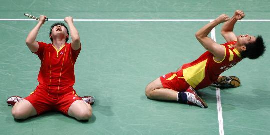 图文-何汉斌/于洋获混双铜牌 两人动作完全一致