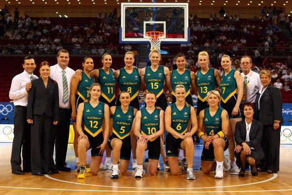 图文-澳大利亚83-64胜白俄罗斯 澳大利亚队合影