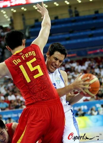 图文-[奥运]中国男篮77-91希腊 姚明让对手很痛苦