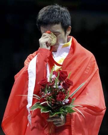 图文-男子拳击48公斤级邹市明夺冠 为金牌付出太多
