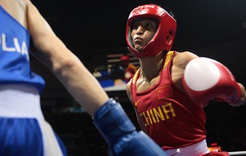 图文-男子拳击48公斤级邹市明夺冠 准备出拳