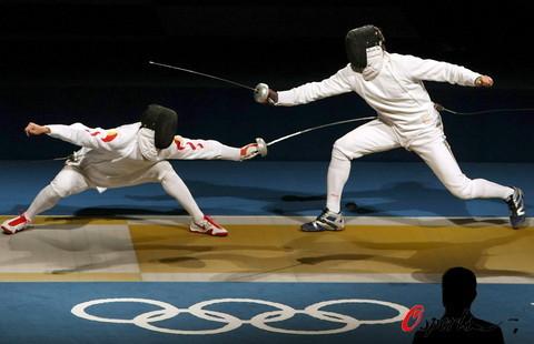 图文-中国进入男子重剑团体1/4决赛 敌进我退