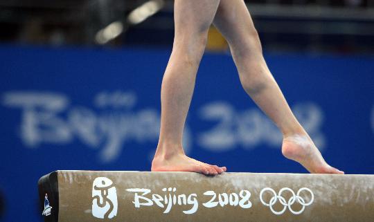 图文-女子体操资格赛赛况 平衡木比赛中