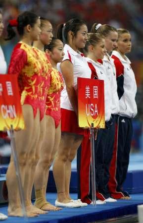 图文-[体操]中国女团冲击冠军 中美两队的对抗