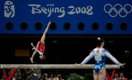 图文-体操女子全能决赛赛况 杨伊琳在比赛中