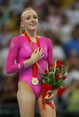 图文-体操女子全能柳金登冠 柳金夺冠眼含热泪