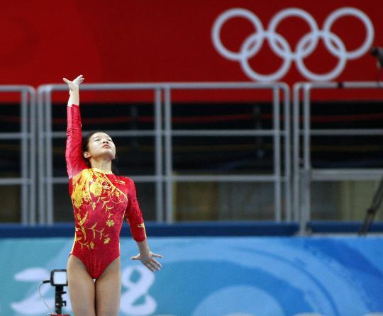 图文-体操女子跳马程菲夺铜 程菲完成动作