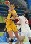 图文-女子手球5-8名排位赛 瑞典队奋起射门