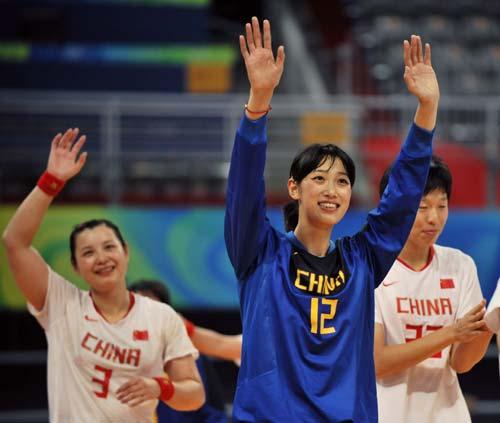 图文-女子手球5-8名排位赛 挥手向观众致意