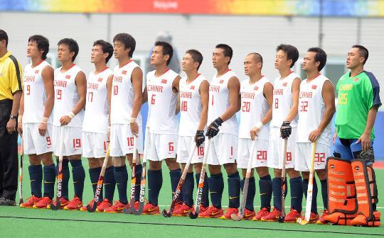 图文-[男子曲棍球]中国2比5负韩国 赛前升国旗