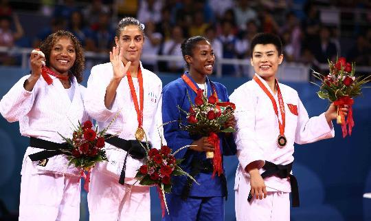 图文-女柔57公斤级意大利选手摘金 前三名登上奖台