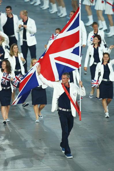 图文-开幕式入场仪式 英国代表团的旗手福斯特