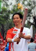 图文-奥运圣火在北京传递 梦想此刻变为现实
