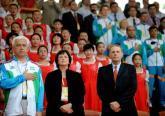 罗格在奥运村参加升旗仪式