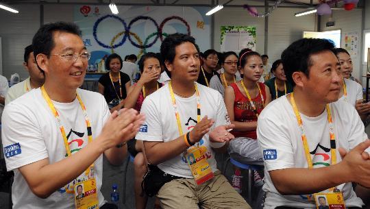 图文-西藏青年志愿者风采 张坤林和达瓦平措接受培训