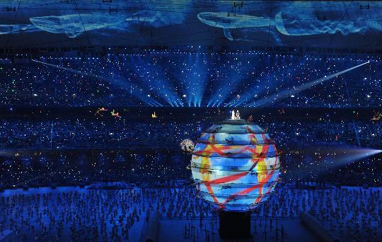 图文-2008年北京奥运会开幕式 巨大的地球在中央
