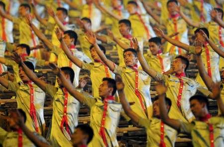 图文-北京奥运会开幕式盛大表演 演员动作划一