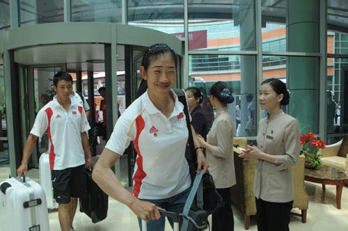 图文-中国赛艇队入住忠良书院 队员们受到热情接待