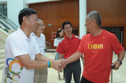 图文-中国赛艇队入住忠良书院 中粮领导亲自迎接
